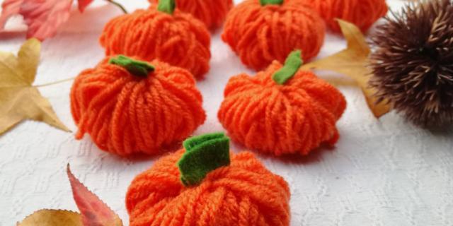 Zucche di lana per Halloween. Come segnaposto o puramente decorative