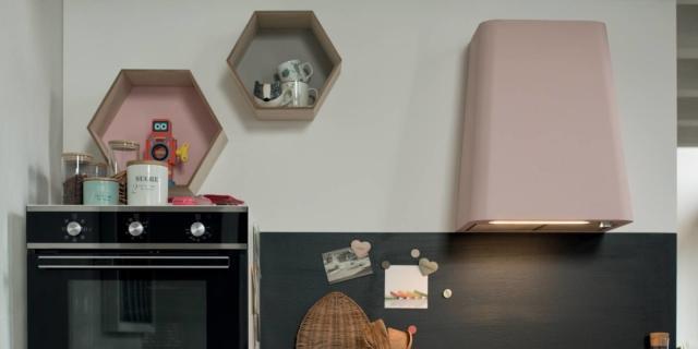 In cucina cappe di design, anche colorate