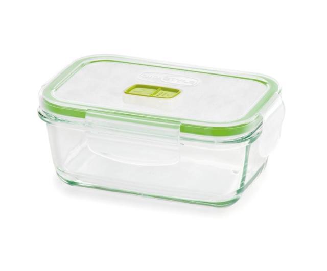 La linea di contenitori 2in1 Vetro di Gio'Style conserva il cibo in frigo e in freezer e si può usare nel forno a microonde per riscaldarlo. Dotati di alette di chiusura per conferire una maggiore ermeticità, hanno una valvola di sfiato per riscaldare le pietanze nel microonde senza rimuovere il coperchio evitando così di sporcarne le pareti con gli schizzi di cibo. Sono disponibili nella versione quadrata (0,38 l/0,8 l/1,4 l) e disponibile nella versione rettangolare (0,38 l/0,8 l/1,5 l). Prezzo da 3,70 euro. www.giostyle.com