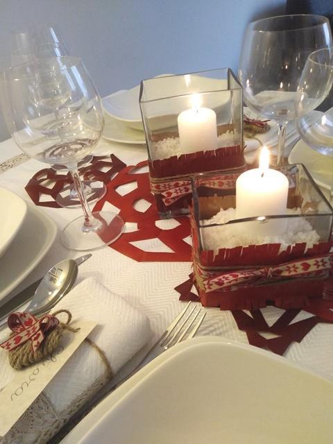 Decorazioni Natalizie Tavola.Decorazioni In Carta Fai Da Te Per Apparecchiare La Tavola Di Natale Ravvivandola Con Il Colore Preferito Cose Di Casa