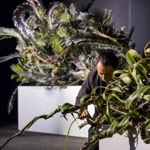 Il floral designer al lavoro