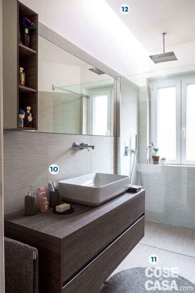 bilocale, bagno, mobile sospeso, lavabo da appoggio con rubinetteria a parere, box doccia, soffione rettangolare a soffitto