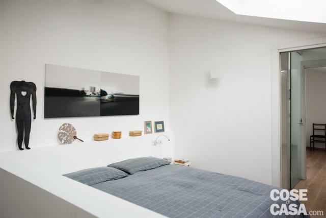 camera da letto nel sottotetto progetto per sfruttare l'altezza