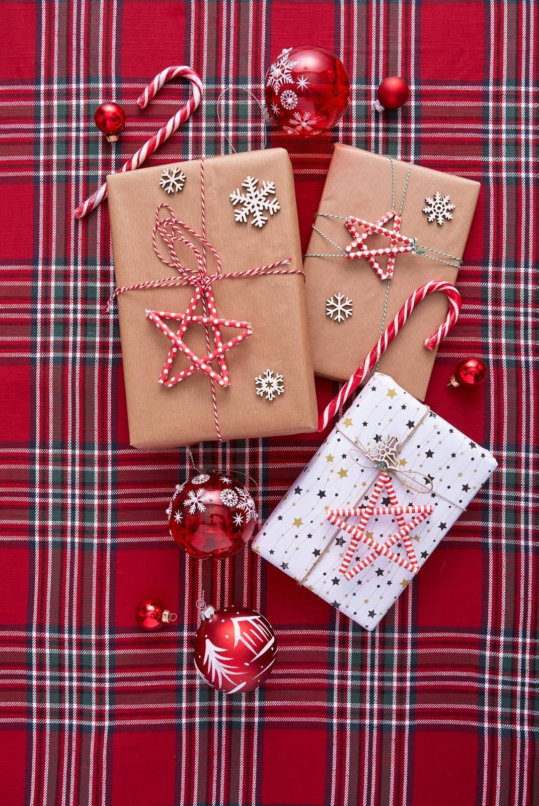 Come Fare Pacchetti Natalizi idee per fare i pacchetti regalo: le stelle cannuccia chiudi