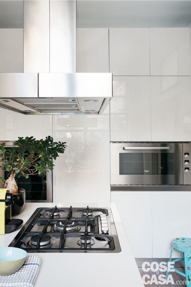 cucina con cappa a isola progetto sfruttare l'altezza