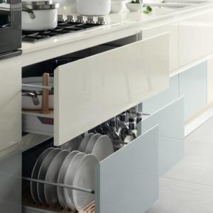 Cassetti singoli, divisi nella cucina Foodshelf di Scavolini