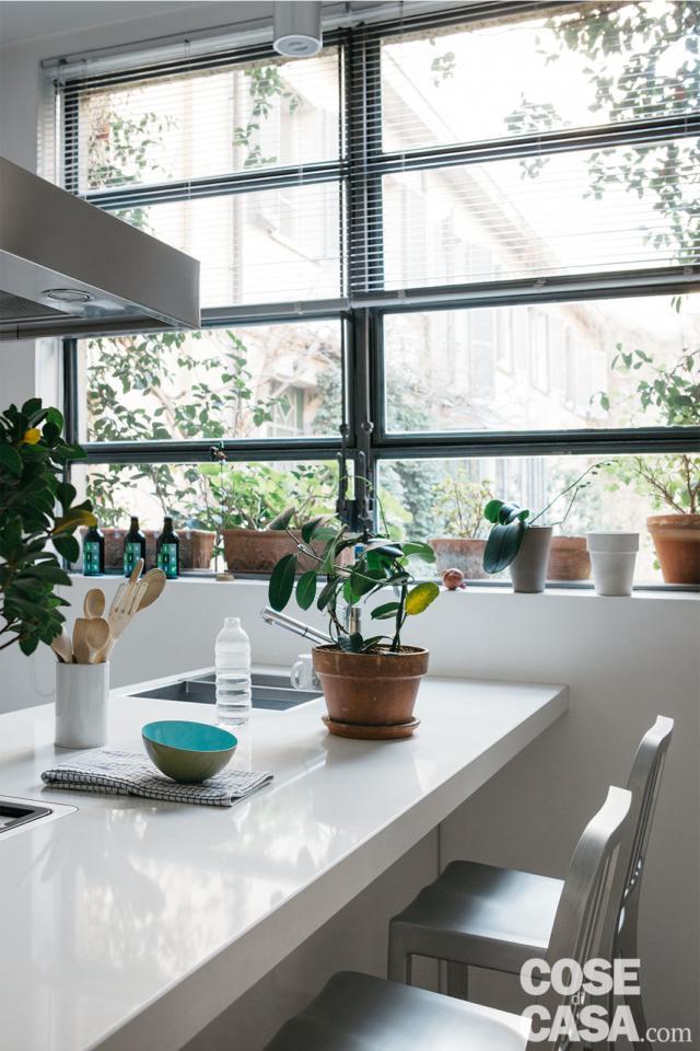 cucina bancone sotto finestra progetto per sfruttare l'altezza