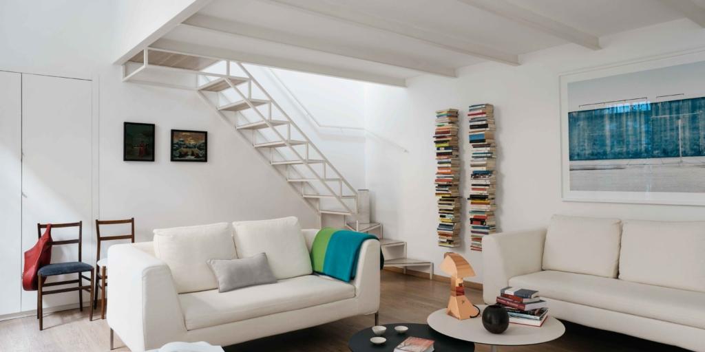Sfruttare l 39 altezza quando c 39 il sottotetto e la casa for Arredamento per sottotetto