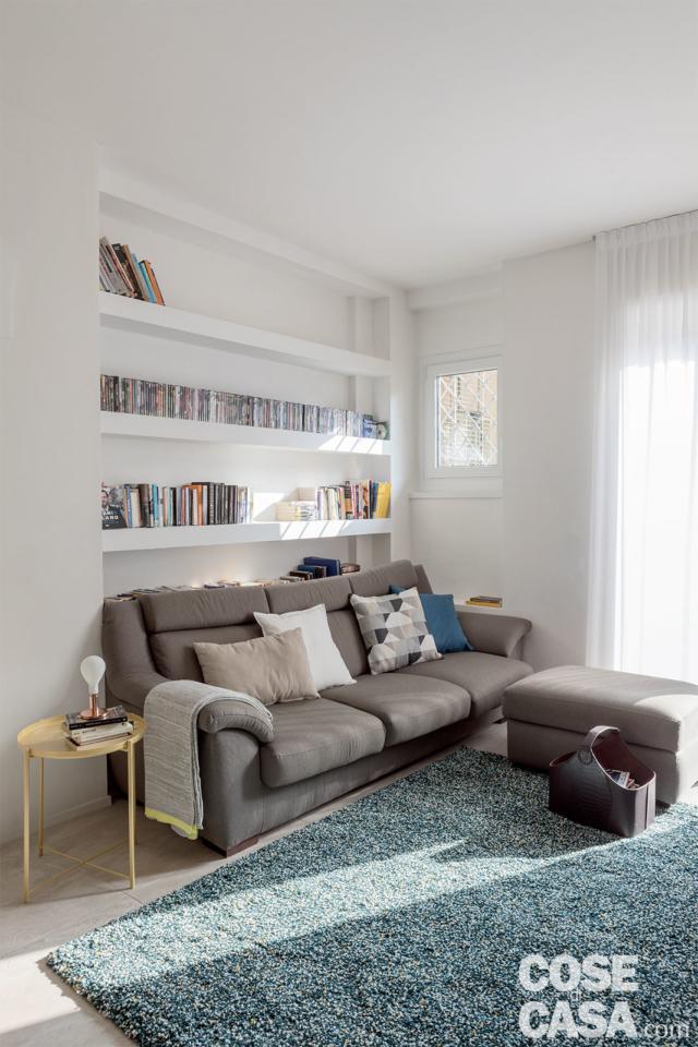 quadrilocale 86 mq libreria cartogesso e divano
