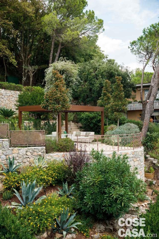 giardino, terrazzamenti, piante mediterranee all'esterno dell'abitazione con zona giorno open space