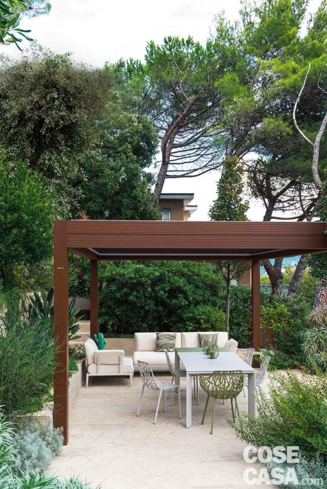 giardino, pergolato, zona pranzo all'aperto, alberi e piante verdi