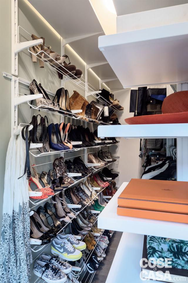 cabina armadio, attrezzatura interna, ripiani, scarpiera aperta