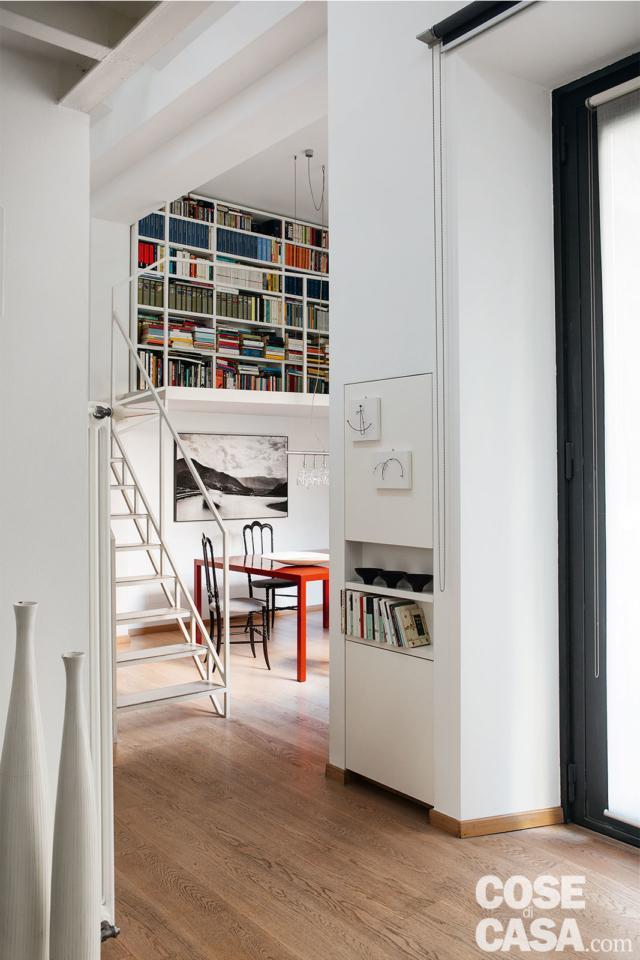 scala per la libreria sul soppalco progetto per sfruttare l'altezza