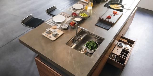 Effetto marmo o pietra per il piano cucina