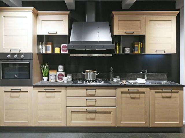 Cucina classica York della collezione Top Lops di Lops con piano in marmo grigio