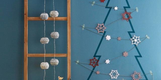 Albero di Natale a parete: nastro adesivo colorato per un abete diverso ogni anno