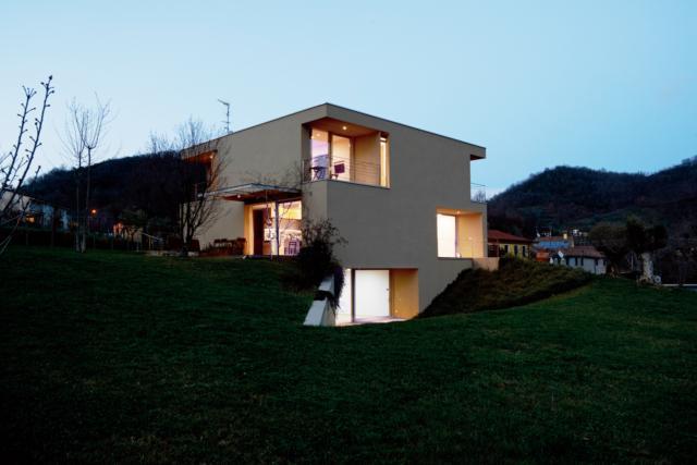 casa esterni vetrate per vare più luce