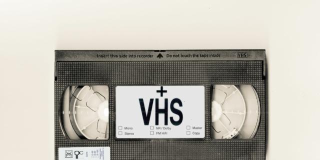 VHS + video/animazione/televisione e/o indipendenza/addestramento tecnico/controllo produttivo 1995/2000
