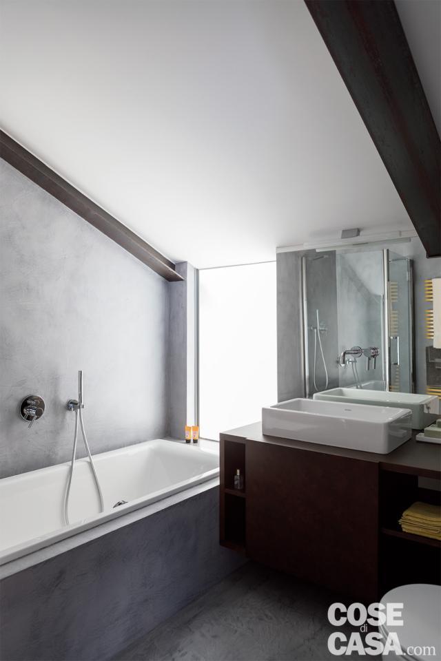 casa su due livelli con bagno nel sottotetto