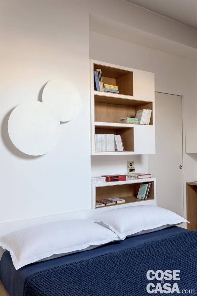 camera-casa su due livelli con zona notte in mansarda e testata attrezzata