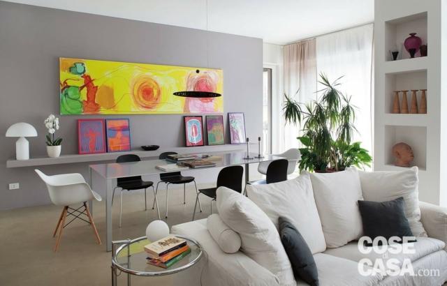 casa con quadro giallo
