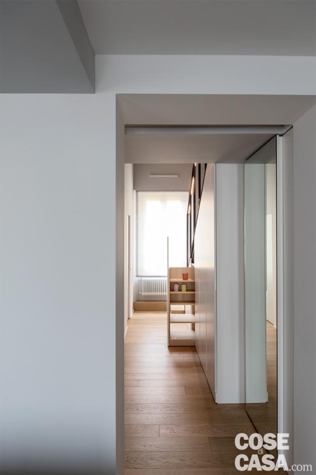 casa su due livelli con armadio sottoscala