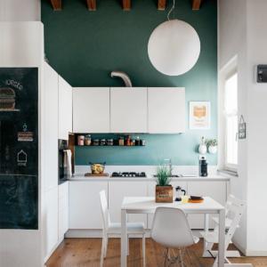 Soluzioni salvaspazio nel sottotetto su due livelli cose - Soluzioni salvaspazio cucina ...