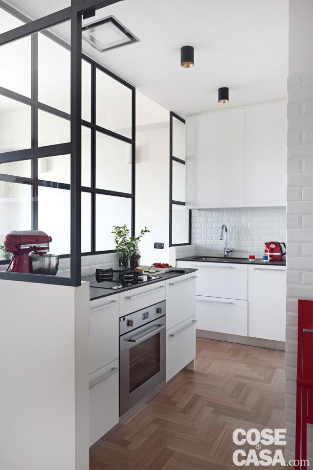 interno della cucina nel box vetrato in 70 mq da bi a trilocale