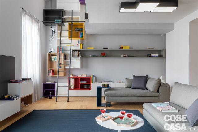 casa su due livelli zona living al piano inferiore