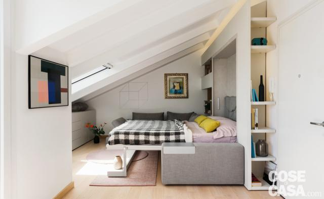 sottotetto ristrutturato, da zona giorno a zona notte, divano trasformato in letto