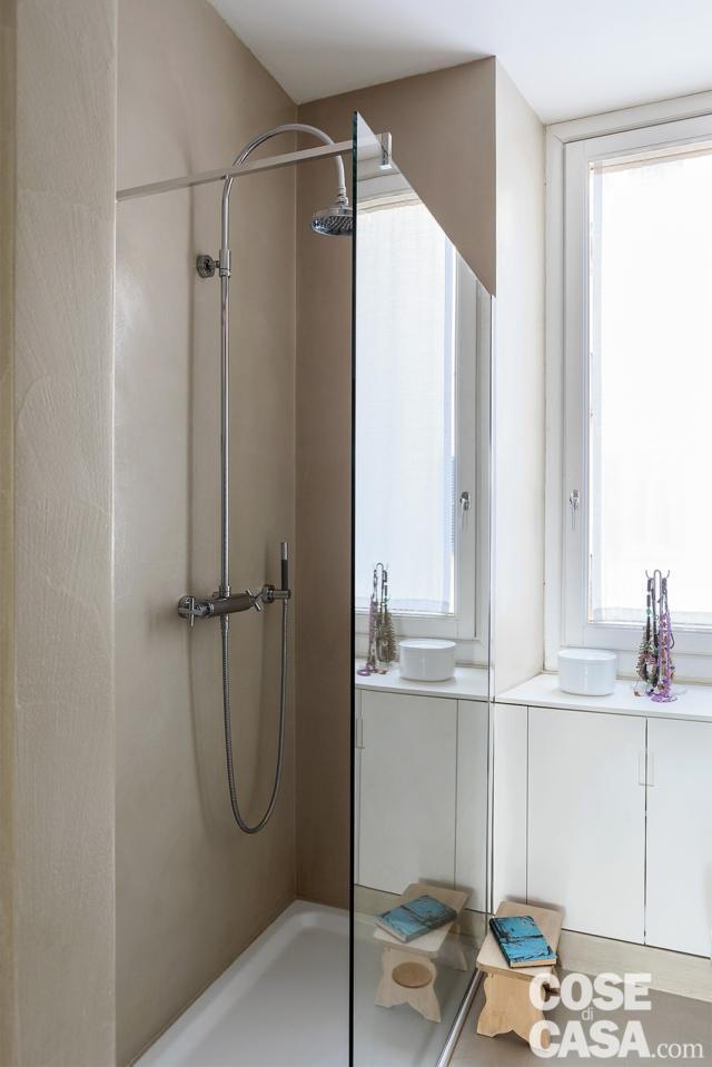 bagno, doccia walk in, piatto in ceramica, parete vetrata, finestra