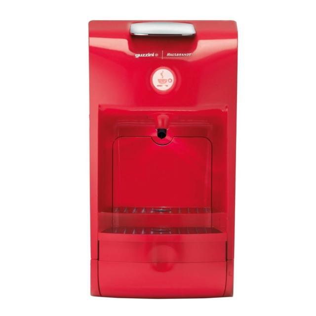Prepara caffè con sistema a capsule Hausbrandt, infusi e bevande la macchina Coffee Project di Guzzini. E' facile da usare grazie ad un unico pulsante e alla espulsione automatica della capsula usata. Il serbatoio dell'acqua da 1 litro è removibile e ha caldaia da 15 bar. E' disponibile nero, bianco e rosso. Misura L 30 x P 16,5 x H 29,5 cm. Prezzo 149,90 euro. www.fratelliguzzini.com