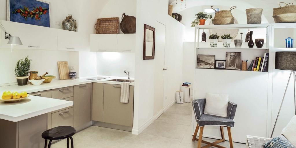 Monolocale ristrutturato 30 mq pi luminosi al piano for Arredamento per case piccole