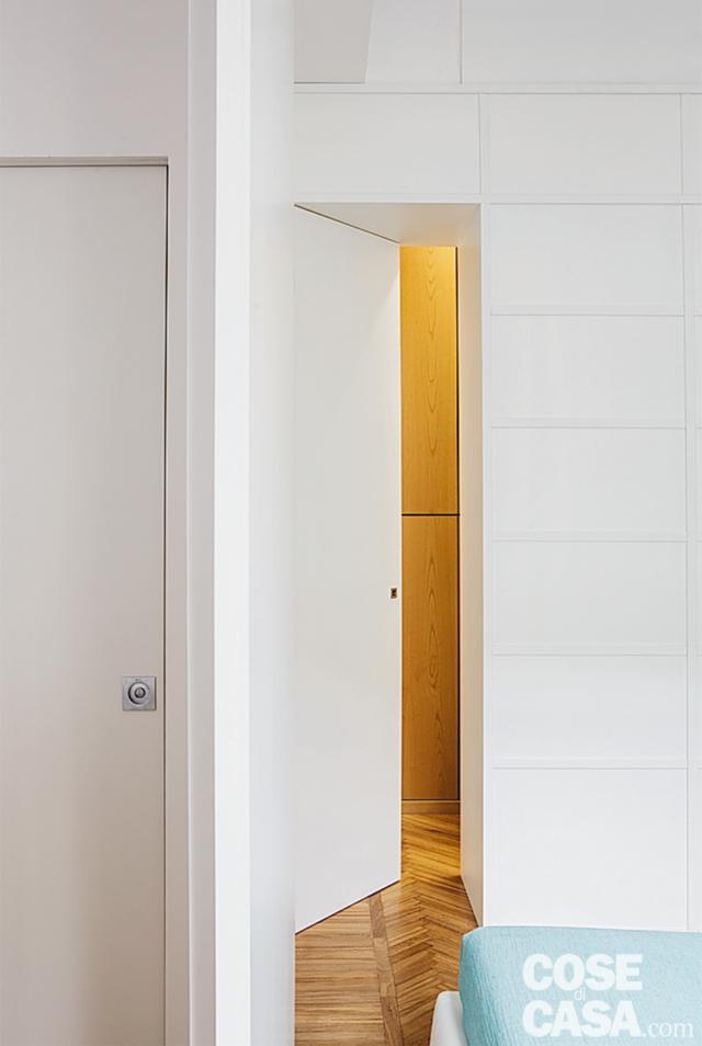 camera matrimoniale, porta filomuro del bagno