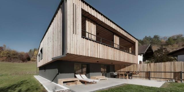 Minimi consumi energetici e impatto ambientale, grazie al legno: la casa unifamiliare MaDe