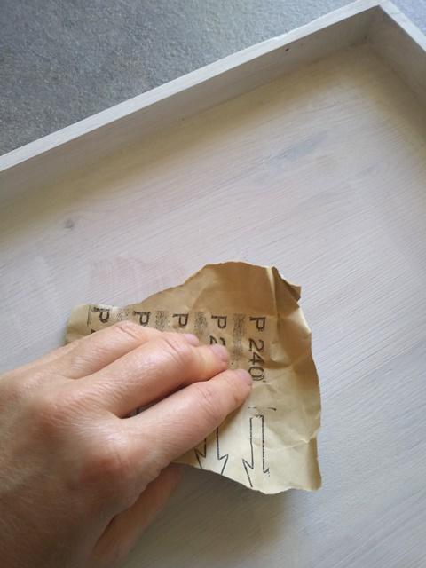 carteggiare: fai da te decorare vassoio con decoupage