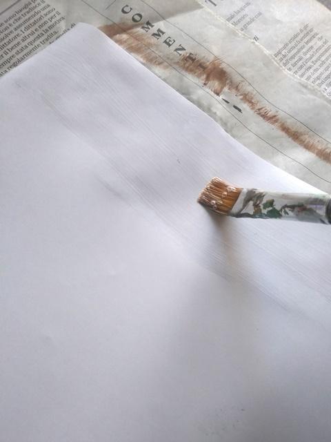 passare la colla: fai da te decorare vassoio con decoupage