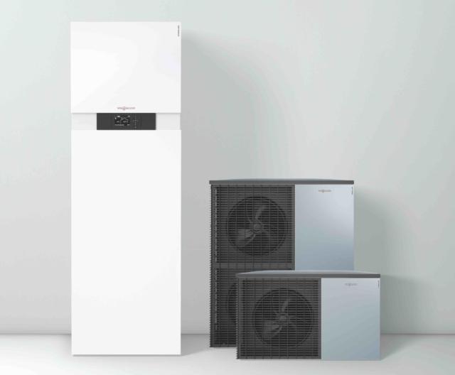 Alla prima edizione di EcoHouse anche Viessmann che presenta Vitocal 222-S, la pompa di calore aria/acqua reversibile split ad alta efficienza. Dotata di bollitore da 210 litri integrato nell'unità interna, è una soluzione ideale per abitazioni monofamiliari di nuova costruzione e spazi contenuti. L'EHPA e il Keymark sono i due importanti marchi europei che ne certificano rispettivamente l'elevata qualità e la conformità alle normative europee.
