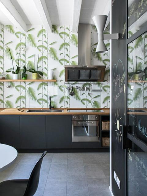 cucina arredata carta parati foglie