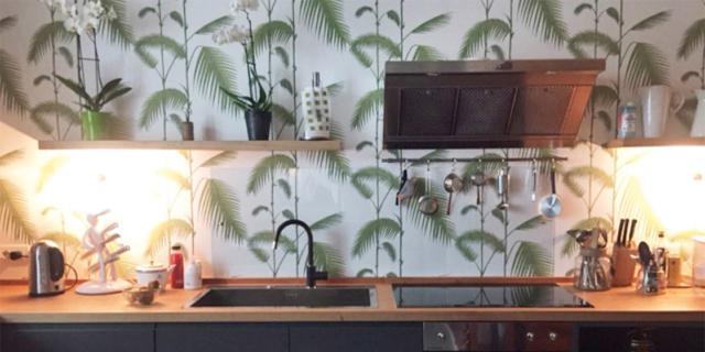 cucina-particolare-lavello-piano-cottura-mensole-luce