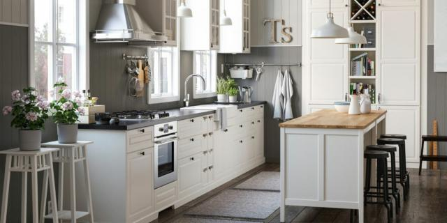Cucine in stile country: 13 modelli in legno o in laccato neutro