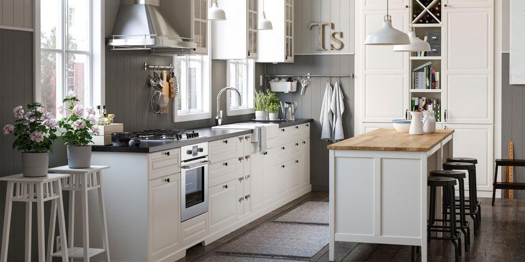 Cucine in stile country 13 modelli in legno o in laccato neutro cose di casa for Ikea rubinetti cucina