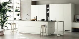 cucina bianca scavolini A-e B Foodshelf con soluzione salvaspazio