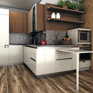 Vista della cucina con il tavolo estraibile
