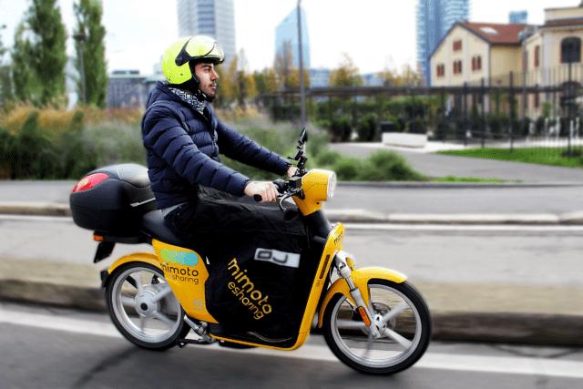 MiMoto è il servizio di scooter sharing elettrico che sarà a disposizione di visitatori e giornalisti durante l'intero periodo del Fuorisalone 2019. MiMoto ha stretto una mobility partnership con Cascina Cuccagna per facilitare l'accesso e le visite a De Rerum Natura.