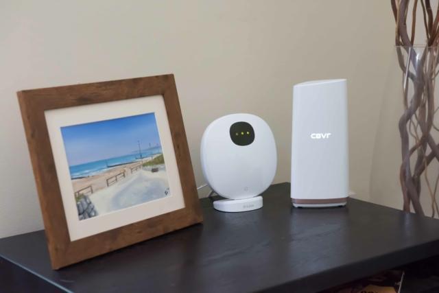 DCS-2802KT-EU mydlink Pro Wire-Free Camera Kit di D-Link è un kit composto da videocamere senza fili alimentate con batterie al litio che garantiscono mesi di sorveglianza con una sola carica. Le videocamere, con risoluzione Full HD 1080p e una visione notturna integrata, possono essere posizionate ovunque, anche in ambienti esterni perché certificate IP65. Il kit è composto da 1 hub e 2 videocamere, ma è possibile abbinare fino a 4 videocamere per hub, per ampliare il sistema di videosorveglianza e rispondere alle diverse esigenze di protezione. È disponibile anche la singola videocamera dedicata all'espansione di un kit. Prezzo: 499 euro. www.dlink.com