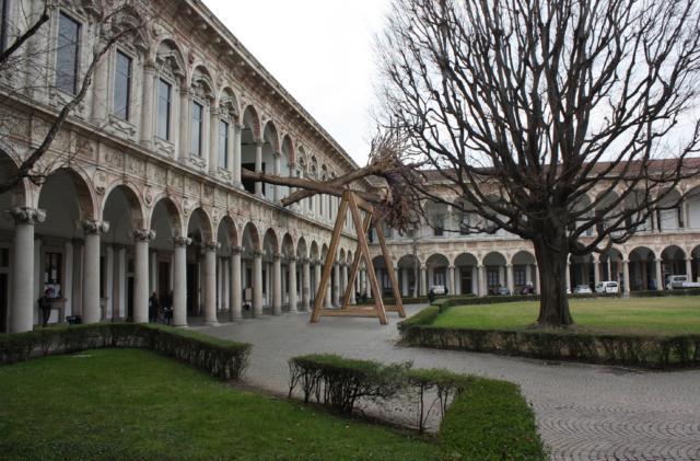 La Foresta dei Violini, installazione di Interni - Human Spaces sponsorizzata da CityLife, in mostra nel Cortile dell'Università Statale di Milano dall'8 al 14 aprile 2019 per il Fuorisalone.