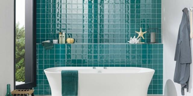 Bagno colorato: dai rubinetti ai profili doccia