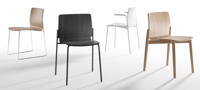 La sedia Haxo di B-line, design Patrick Norguet, ha una linea semplice e armoniosa: la scocca è realizzata in multistrato curvato di rovere che si inserisce nelle gambe posteriori che sono disponibili nelle versioni in acciaio cromato o verniciato,  in rovere o a slitta. www.b-line.it