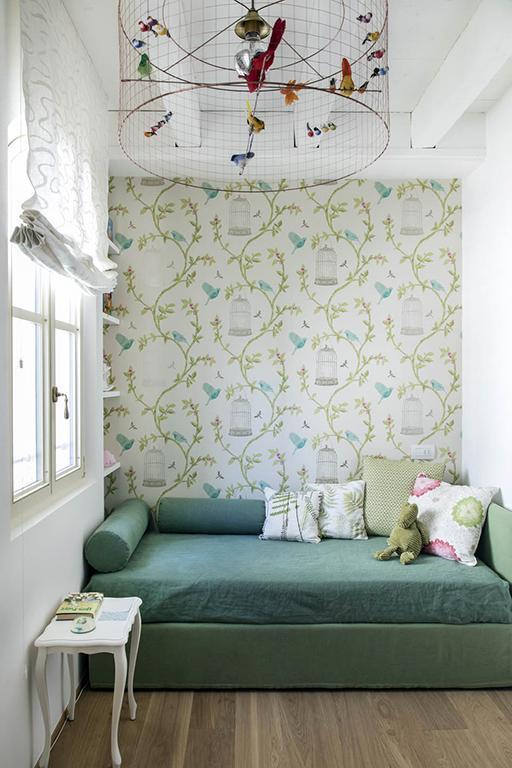cameretta letto verde tappezzeria gabbia uccellini